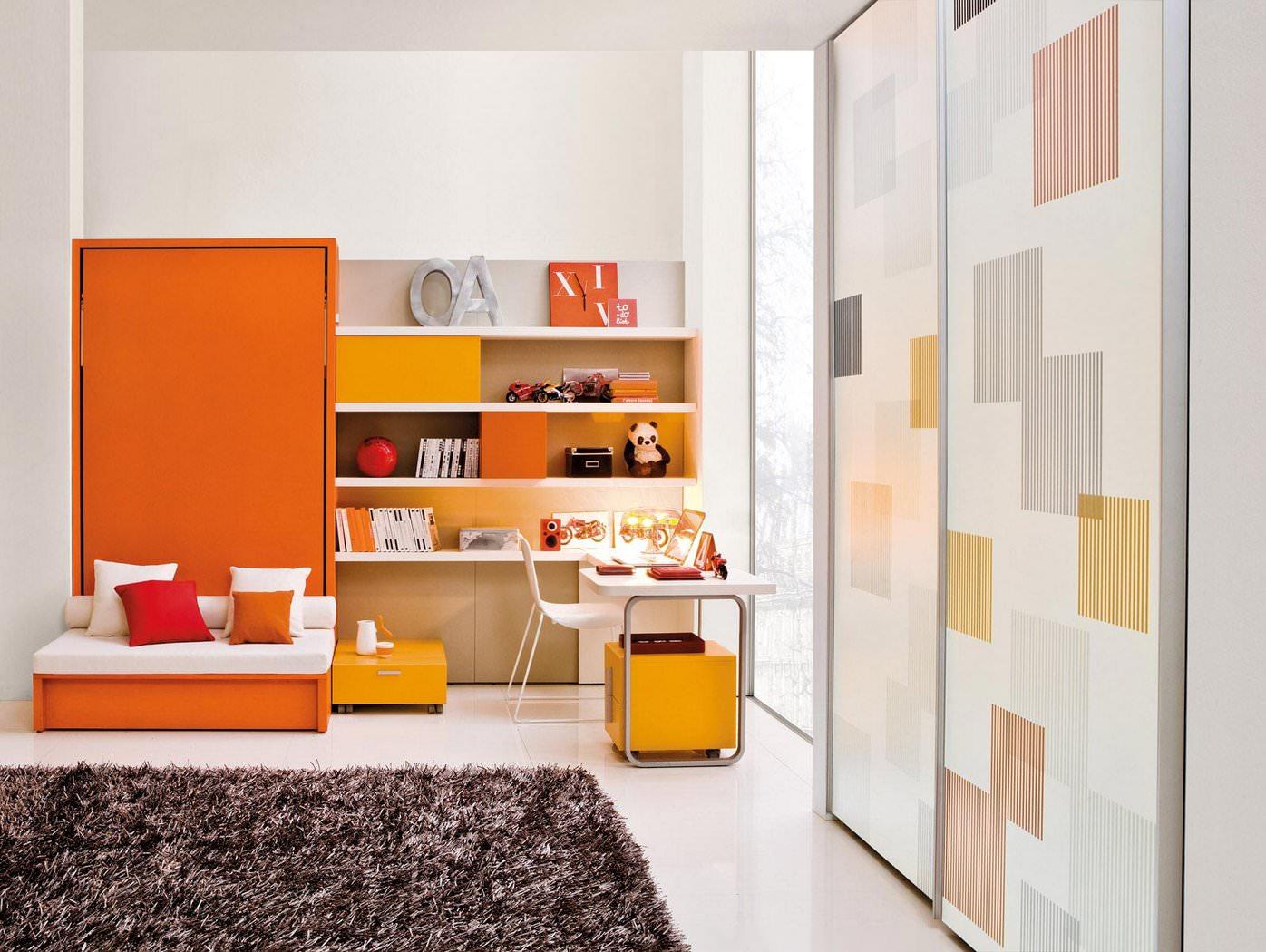 Оранжево-белая детская комната