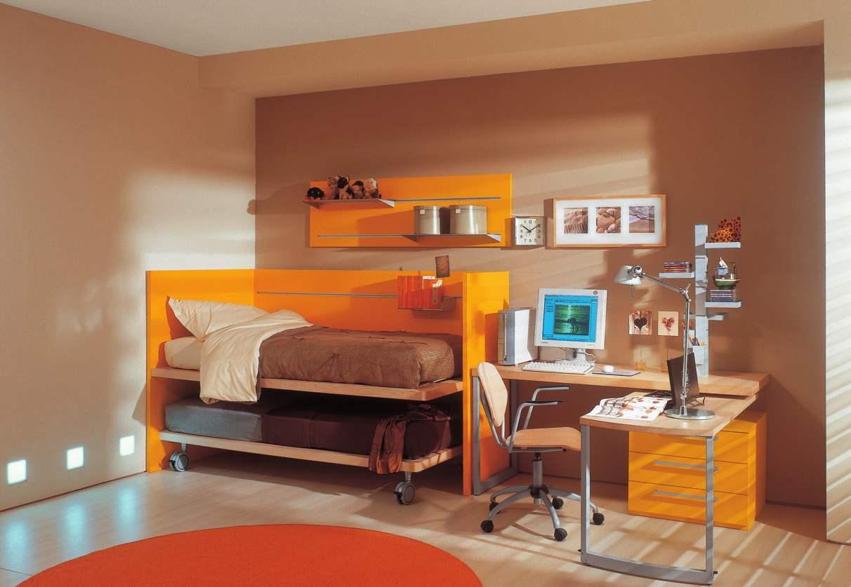 Оранжево-коричневая детская