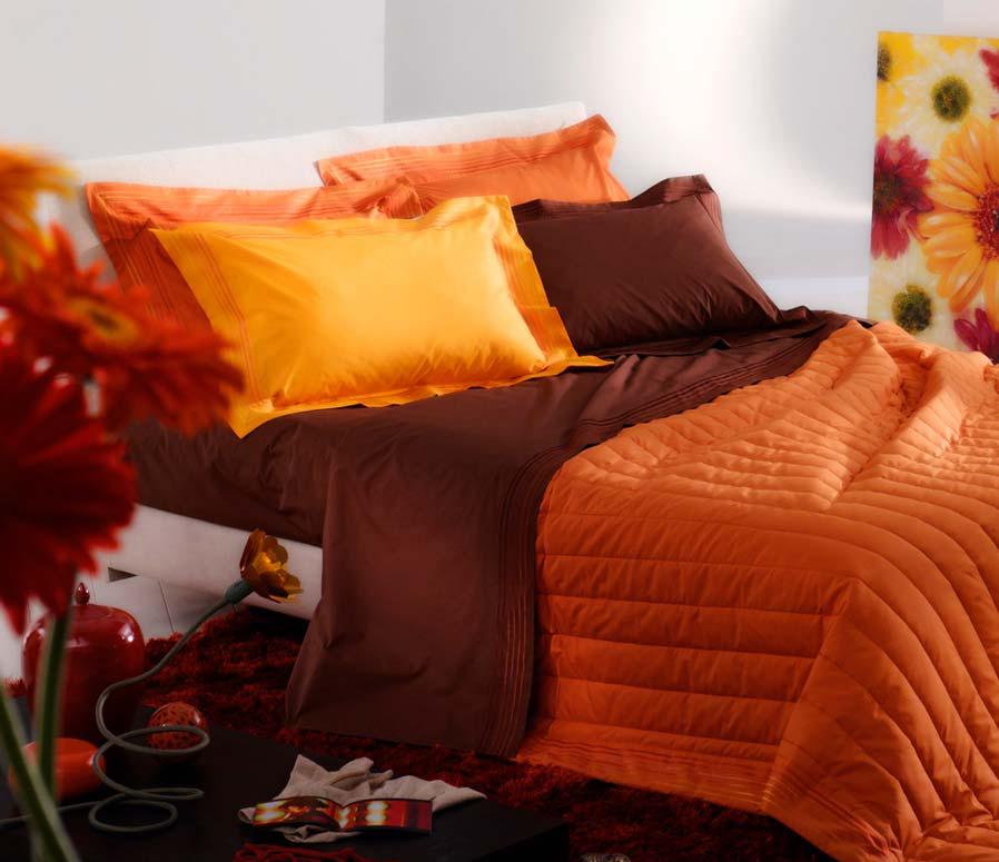 Оранжево-коричневый текстиль в спальне