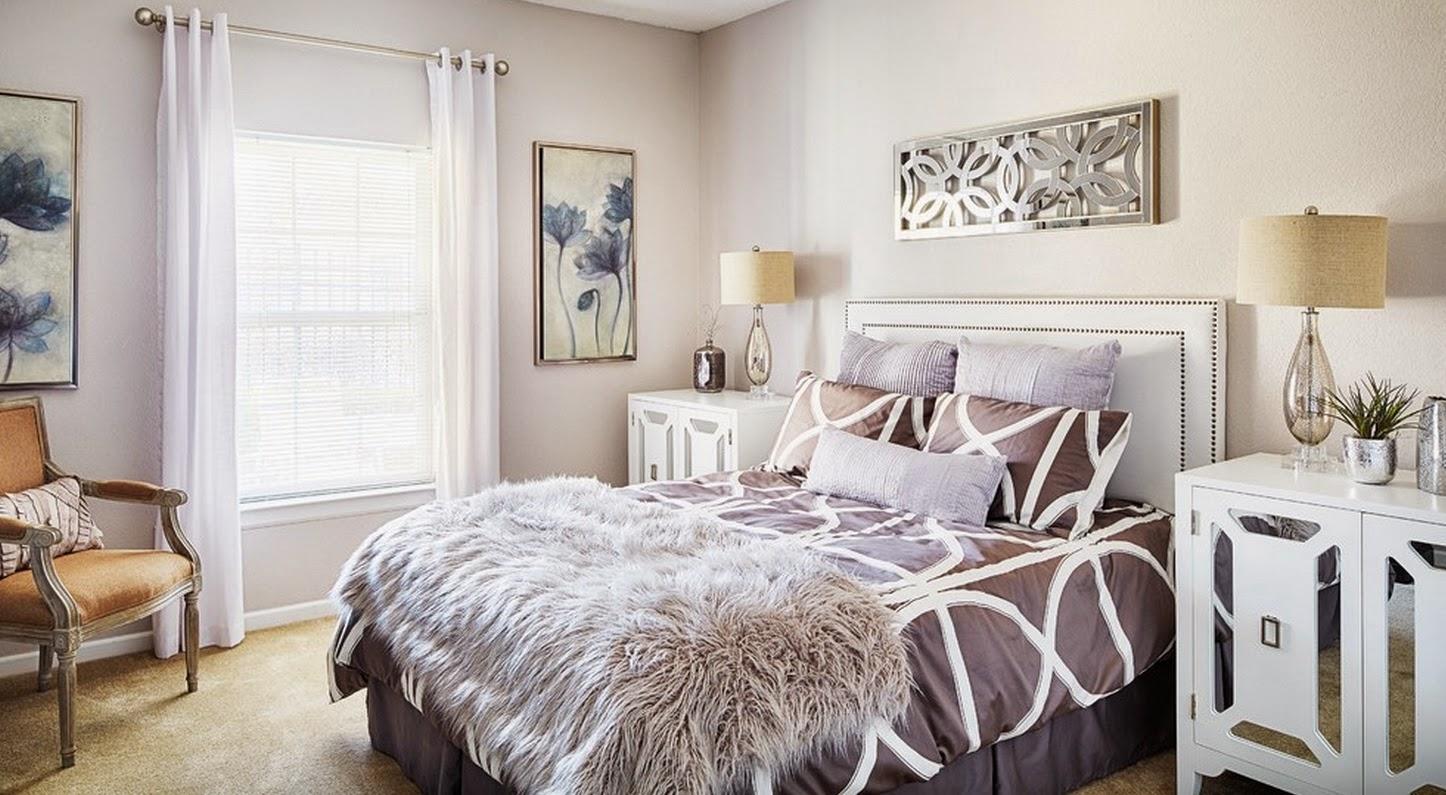 Коричнево-белая спальня в стиле модерн