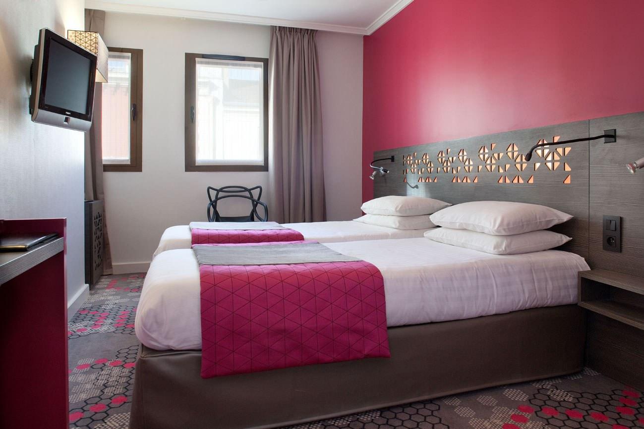 Коричнево-розовое сочетание в спальне