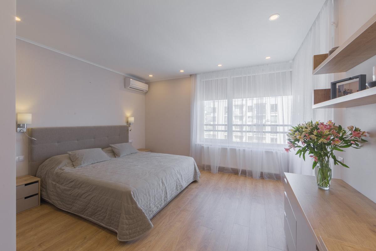 Спальня с бежевыми акцентами в интерьере
