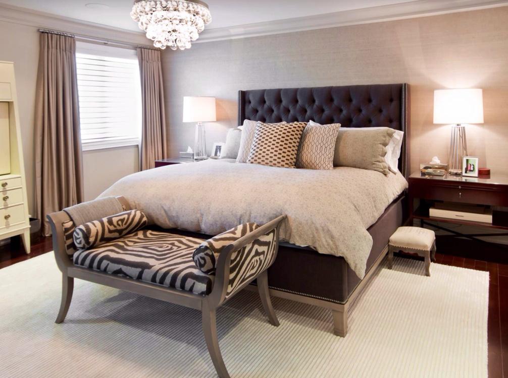 Бежевый ковер и текстиль в спальне