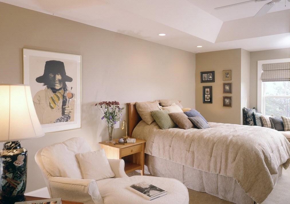 Бежево-белая уютная спальня