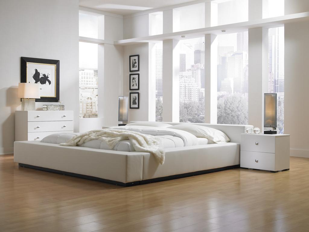 Бежевый пол в спальне