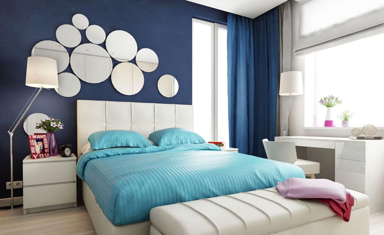 Голубое постельное белье в спальне