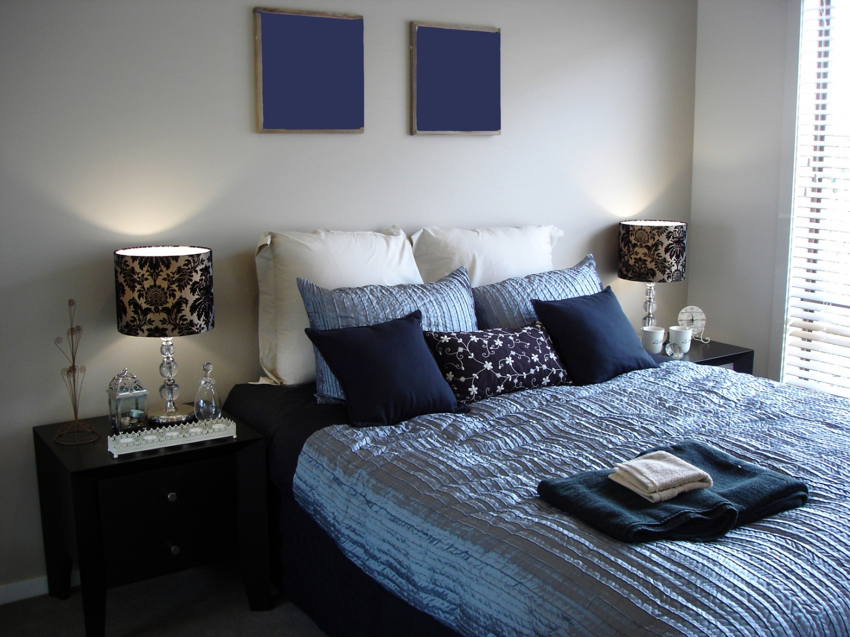 Голубой текстиль в спальне