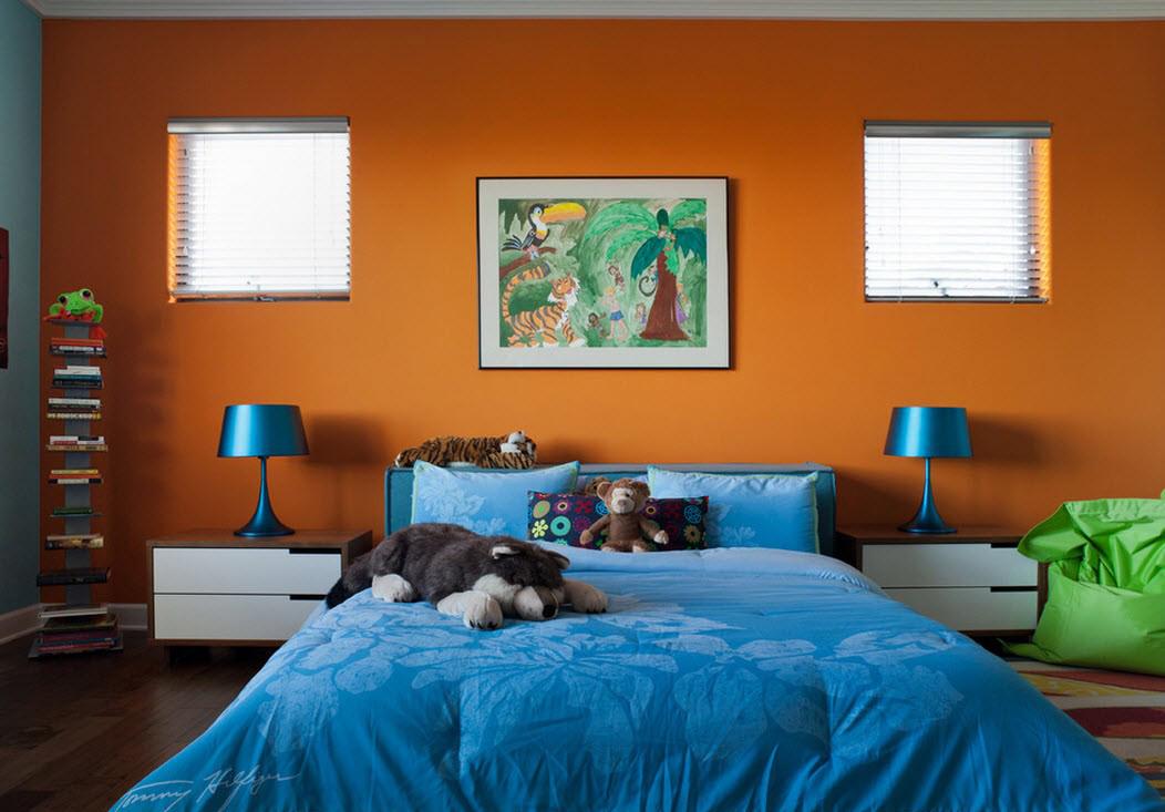 Оранжево-синяя спальня
