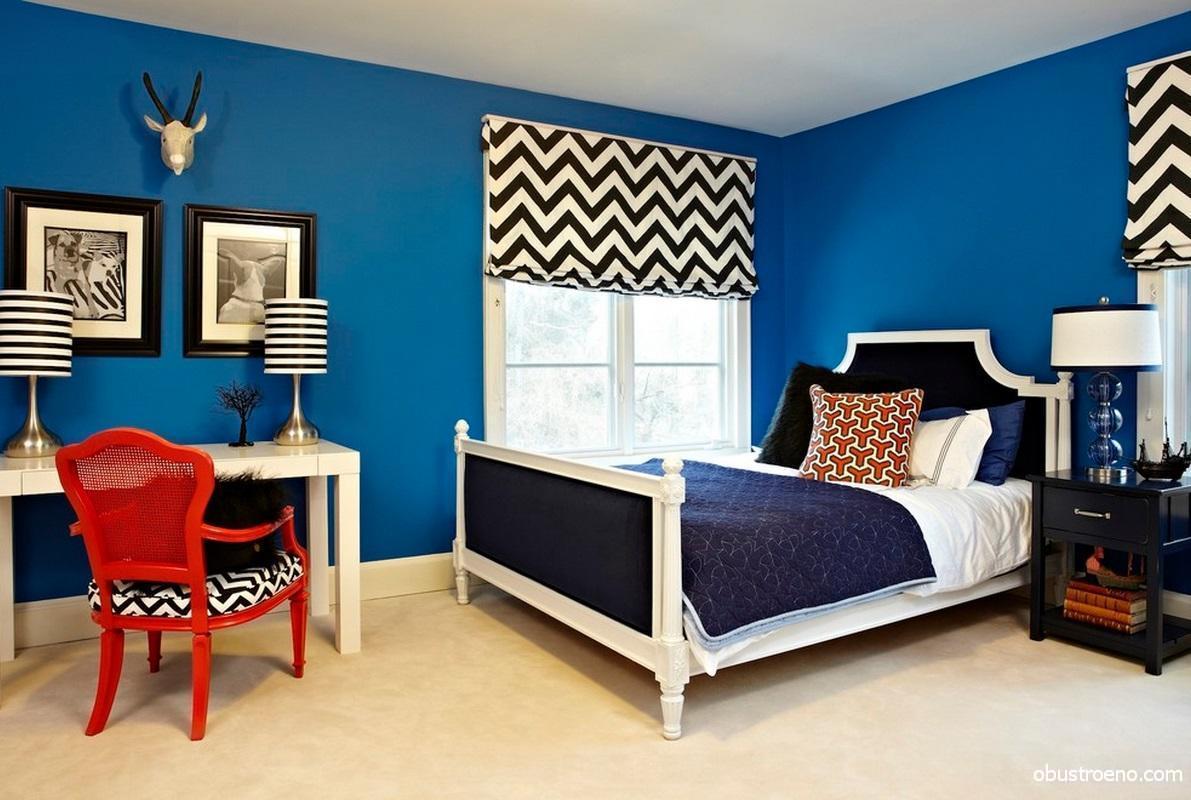 Насыщенный синий цвет в интерьере спальни