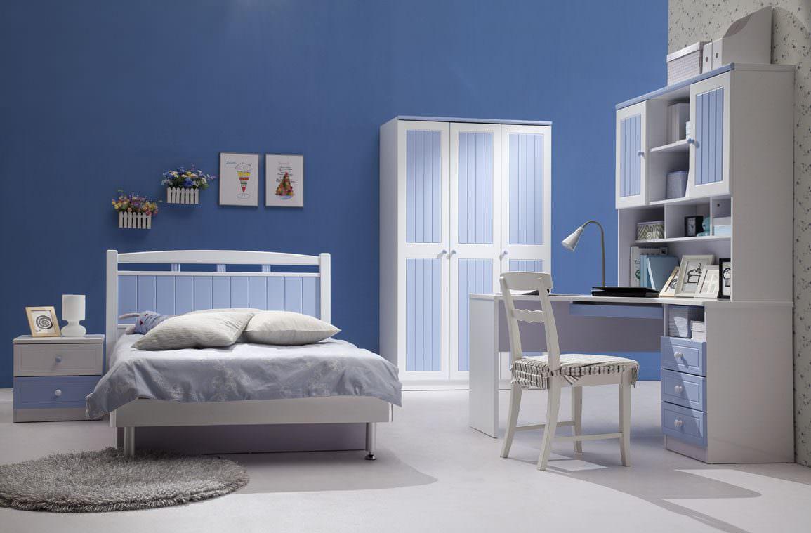 Белый, синий и голубой цвета в интерьере детской