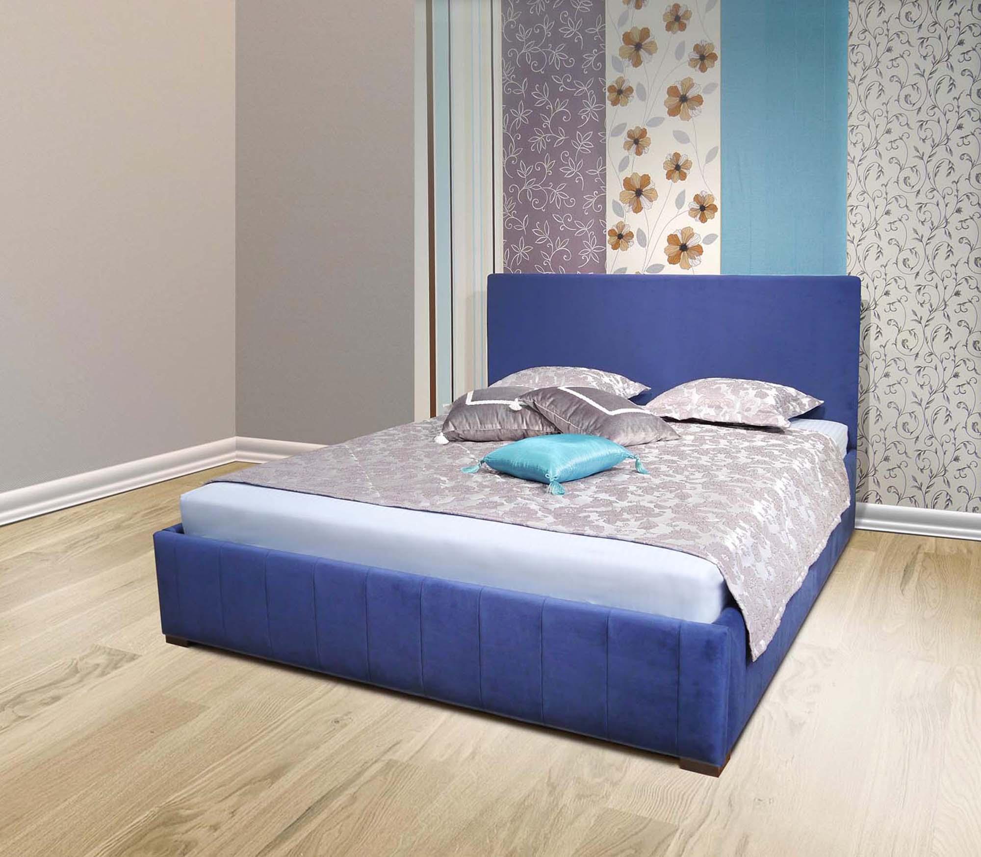 Синяя кровать в интерьере спальни