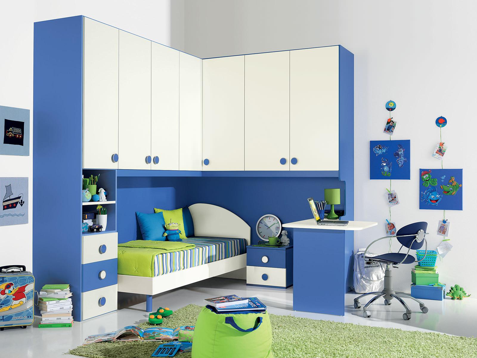 Синий, зеленый и белый цвета в интерьере детской