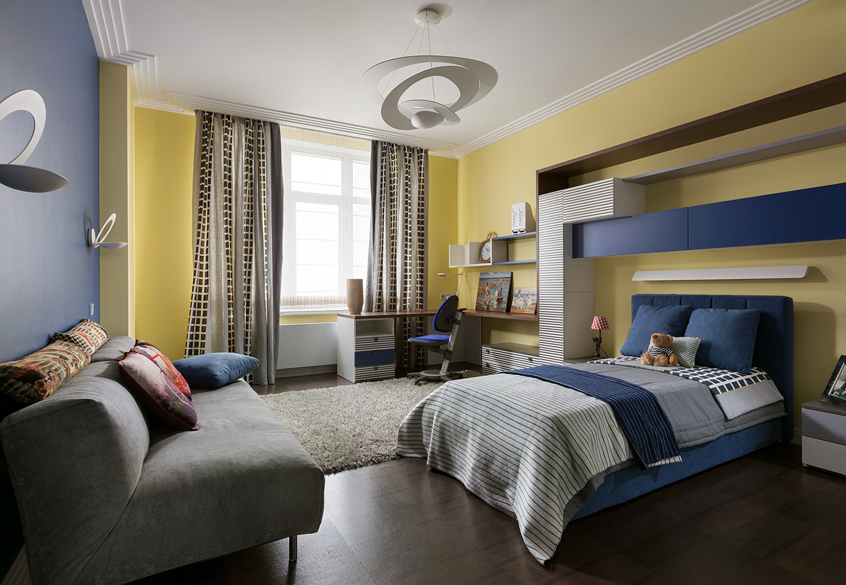 Синий, желтый, коричневый и белый цвета в интерьере детской