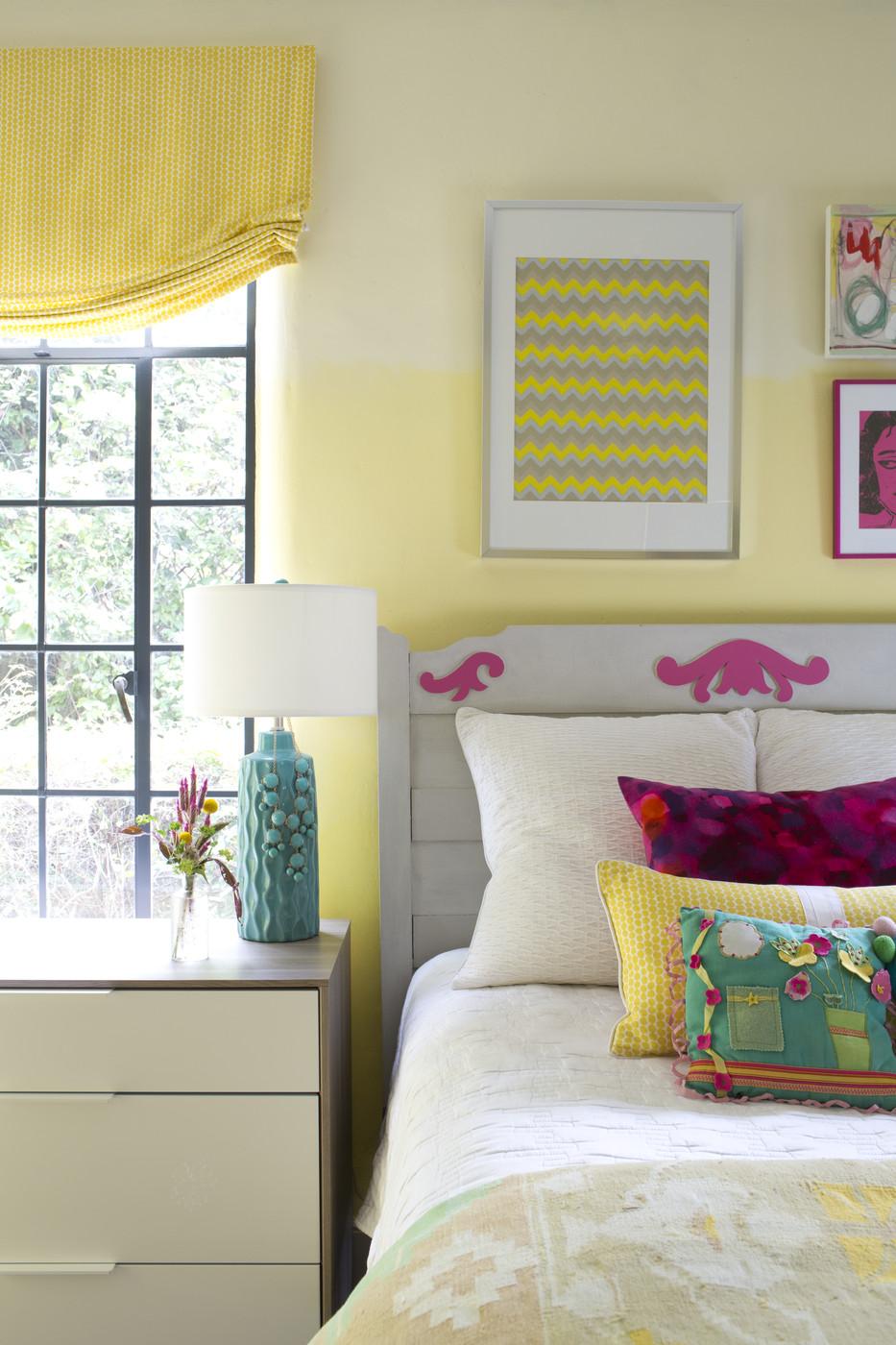 Красивое сочетание желтого с другими цветами в спальне