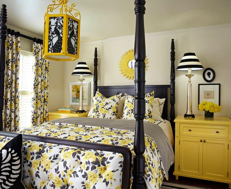 Белый потолок в спальне с черной-желтой мебелью
