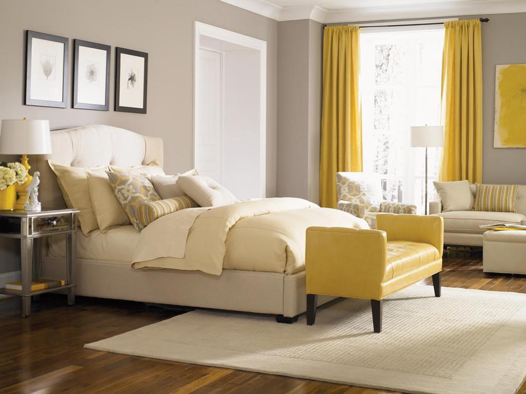 Серые стены в спальне с желтым декором