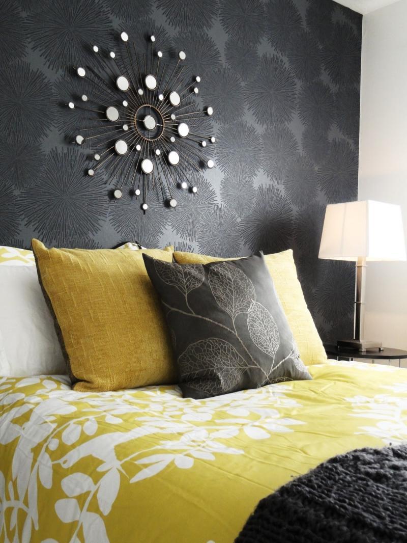 Черно-желтый текстиль в спальне