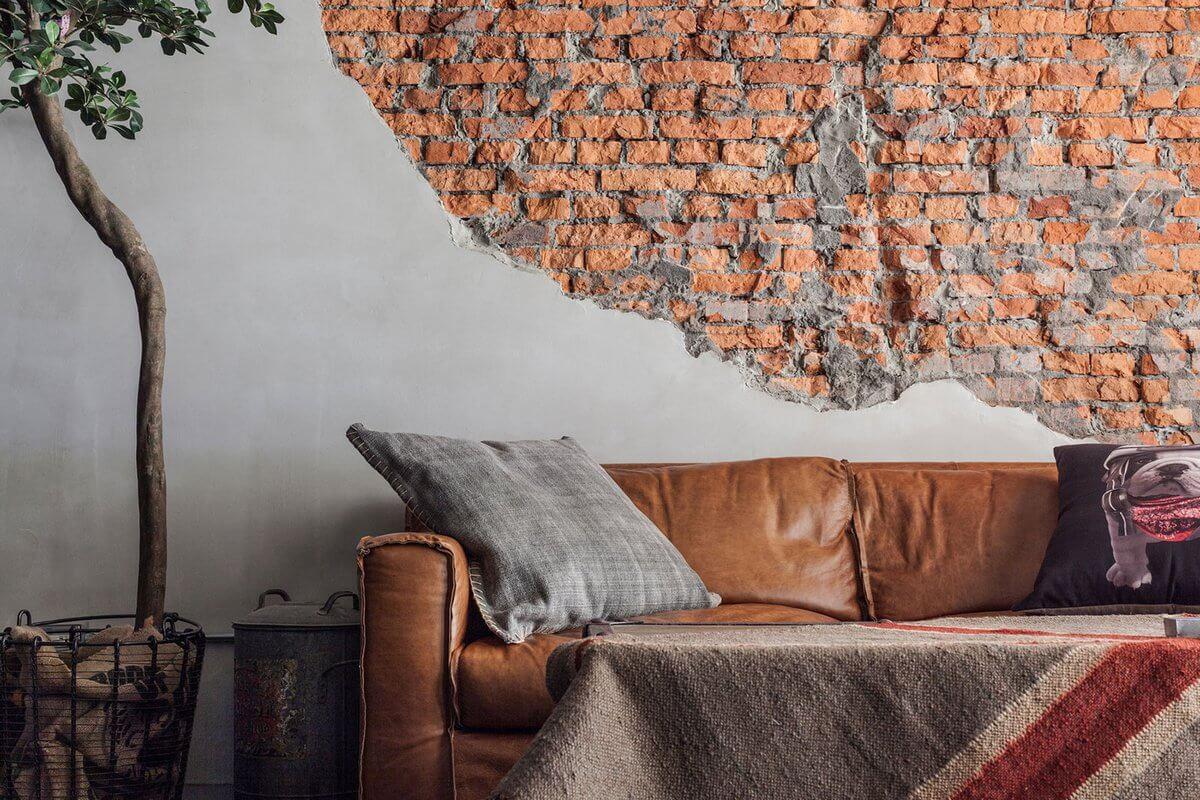 Гостиная с кирпичной стеной в стиле стимпанк