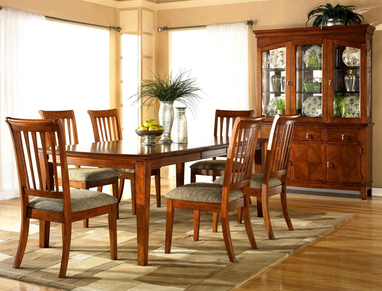 Столовая мебель из вишни