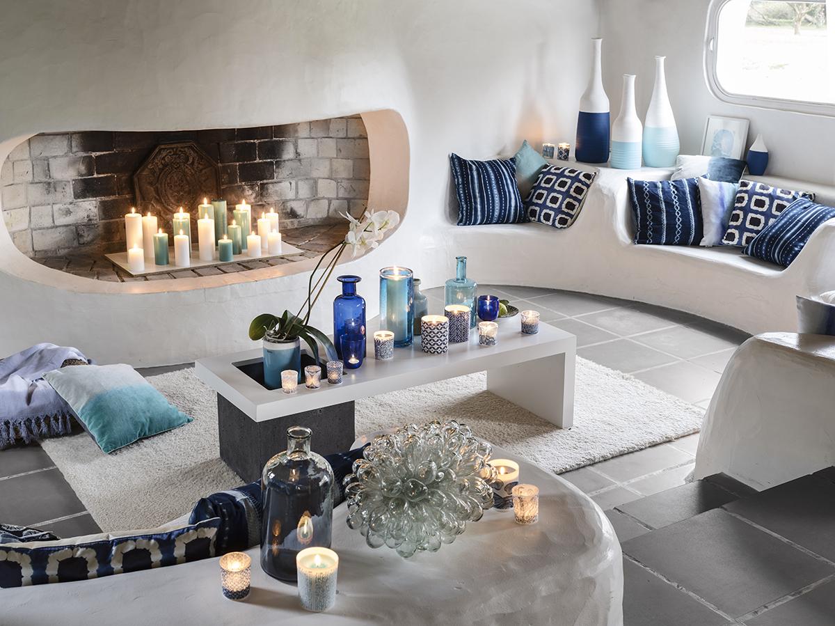 Голубая гостиная со свечами