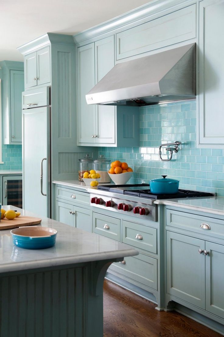 Кухня в голубых тонах светлая
