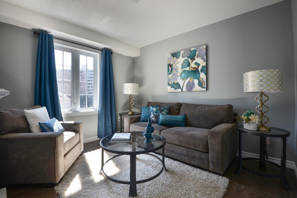 Голубая ткань в гостиной