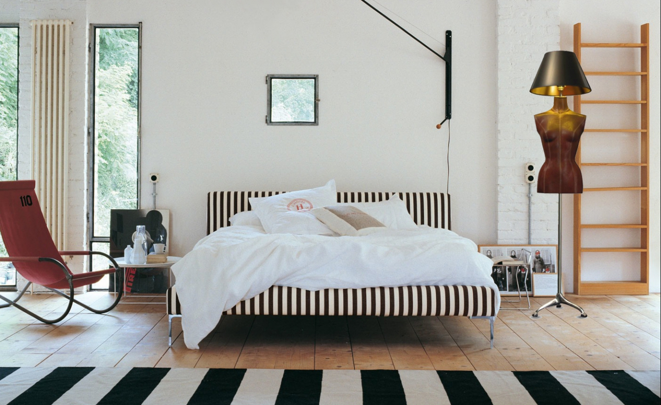 Оригинальный торшер в спальне