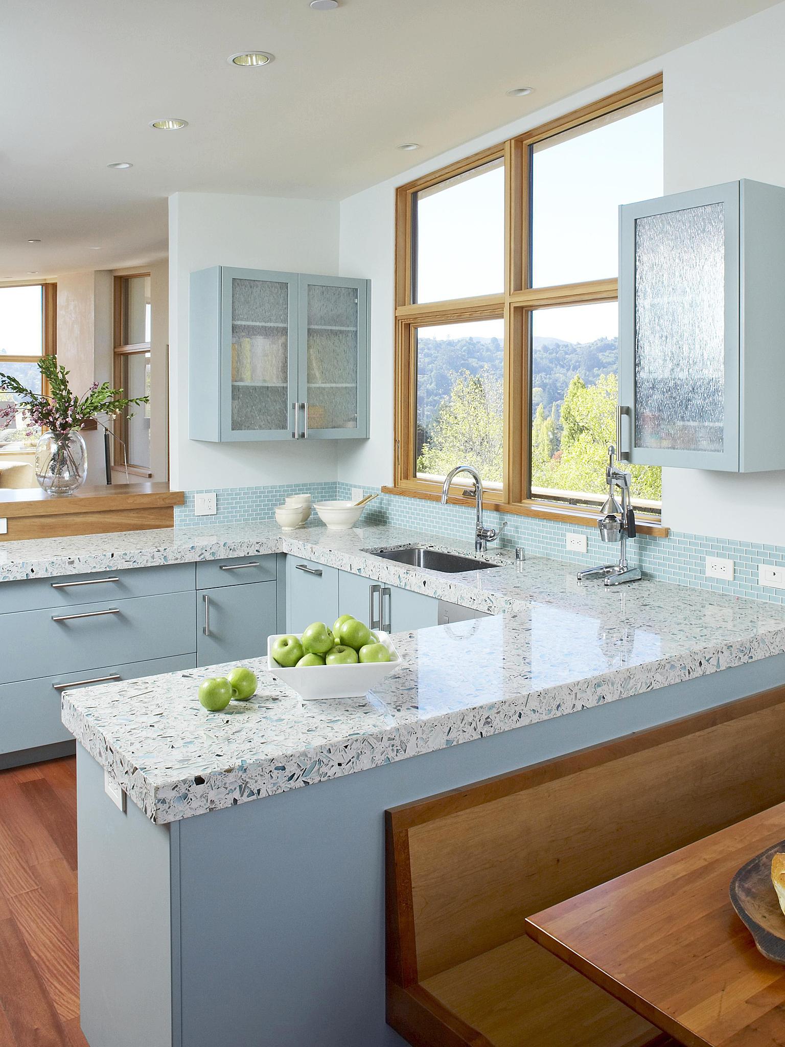 Кухня в голубых тонах угловая