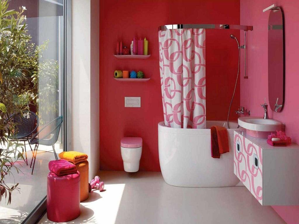 Яркие аксессуары для розовой ванной комнаты