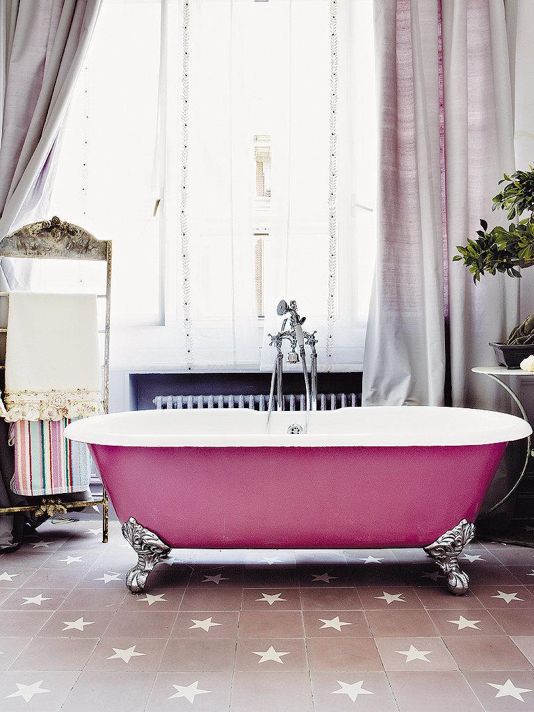 Бело-розовая ванная в стиле шебби-шик