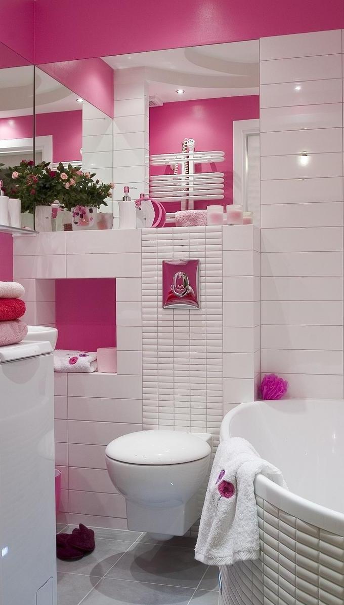 Розовые стены в ванной комнате