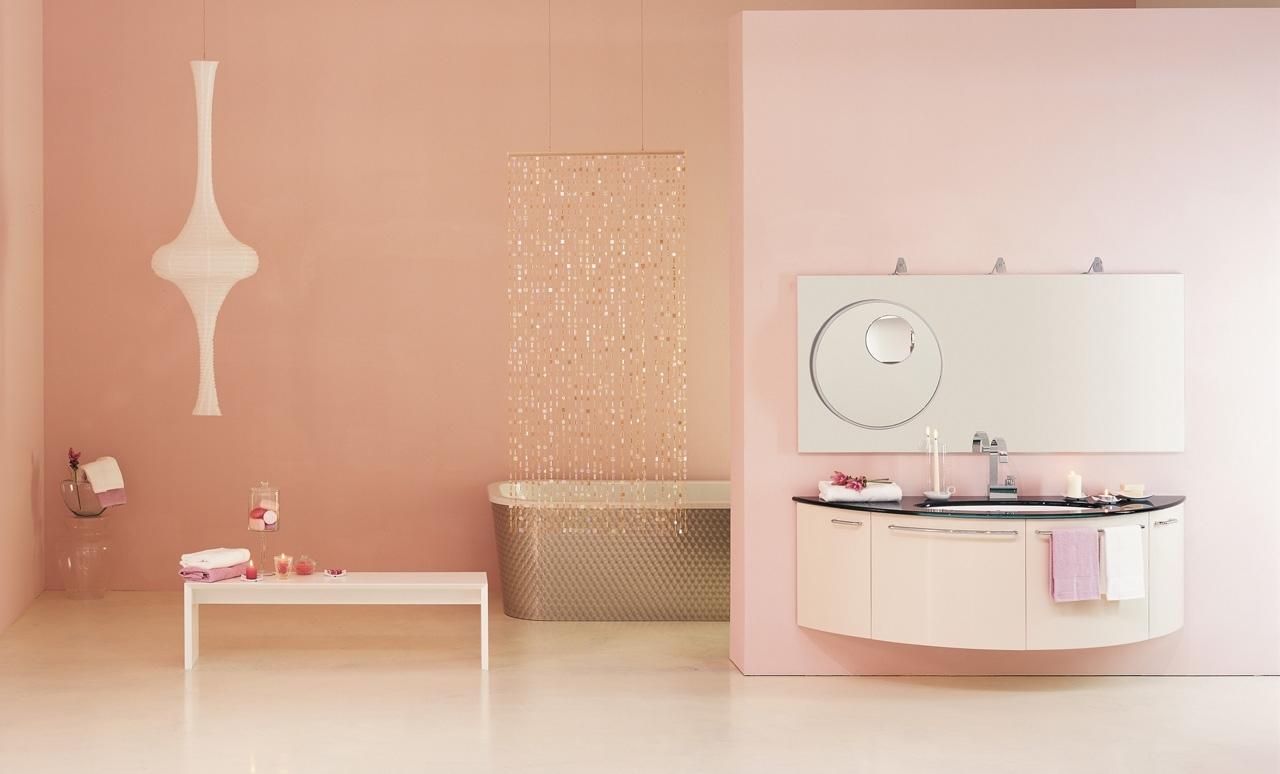 Пастельные розовые стены в ванной