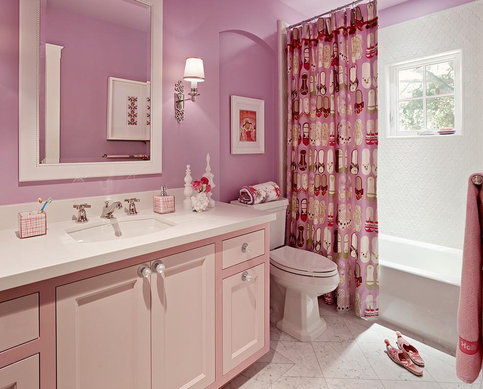 Ванная с розовыми акцентами