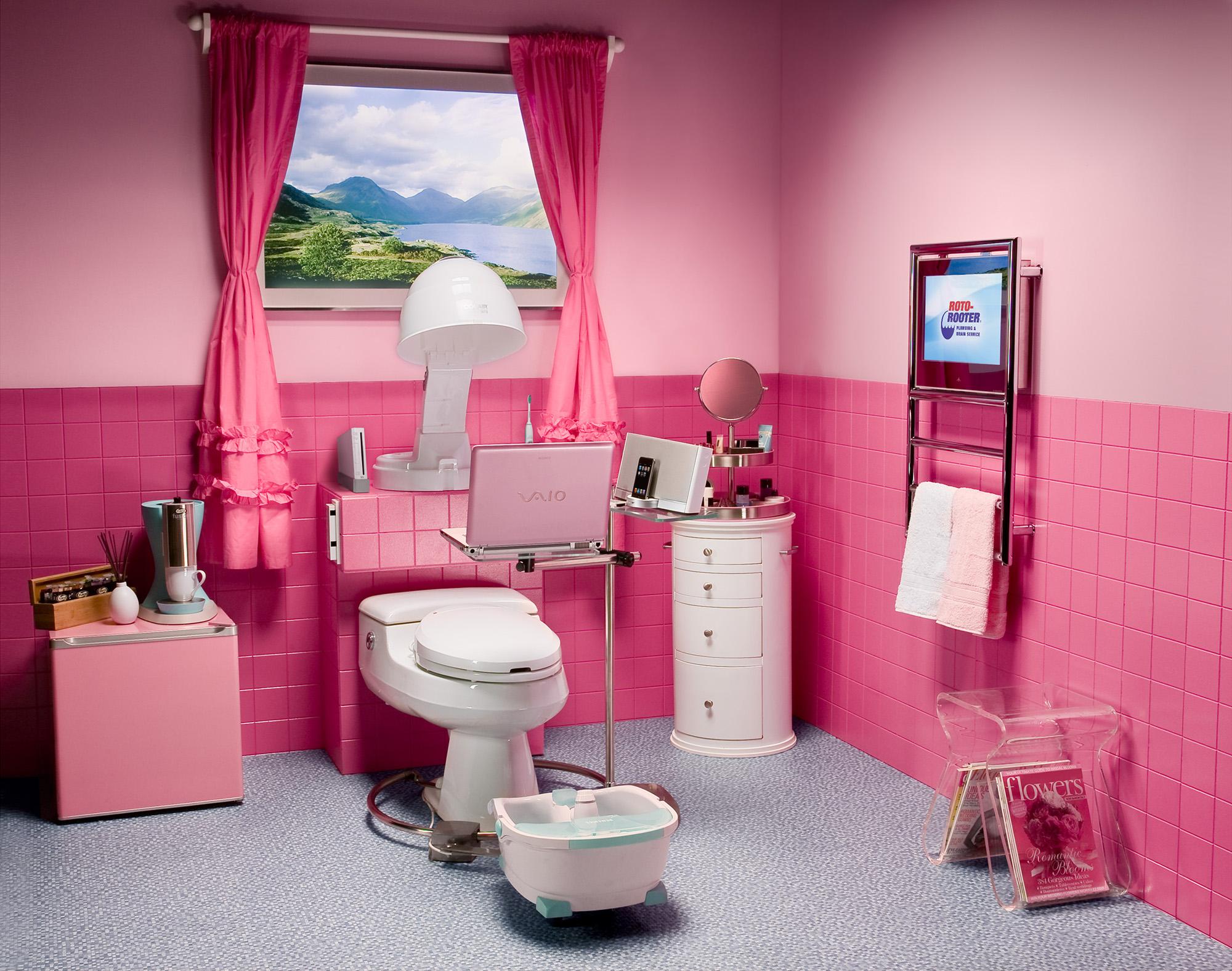 Необычная розовая ванная комната