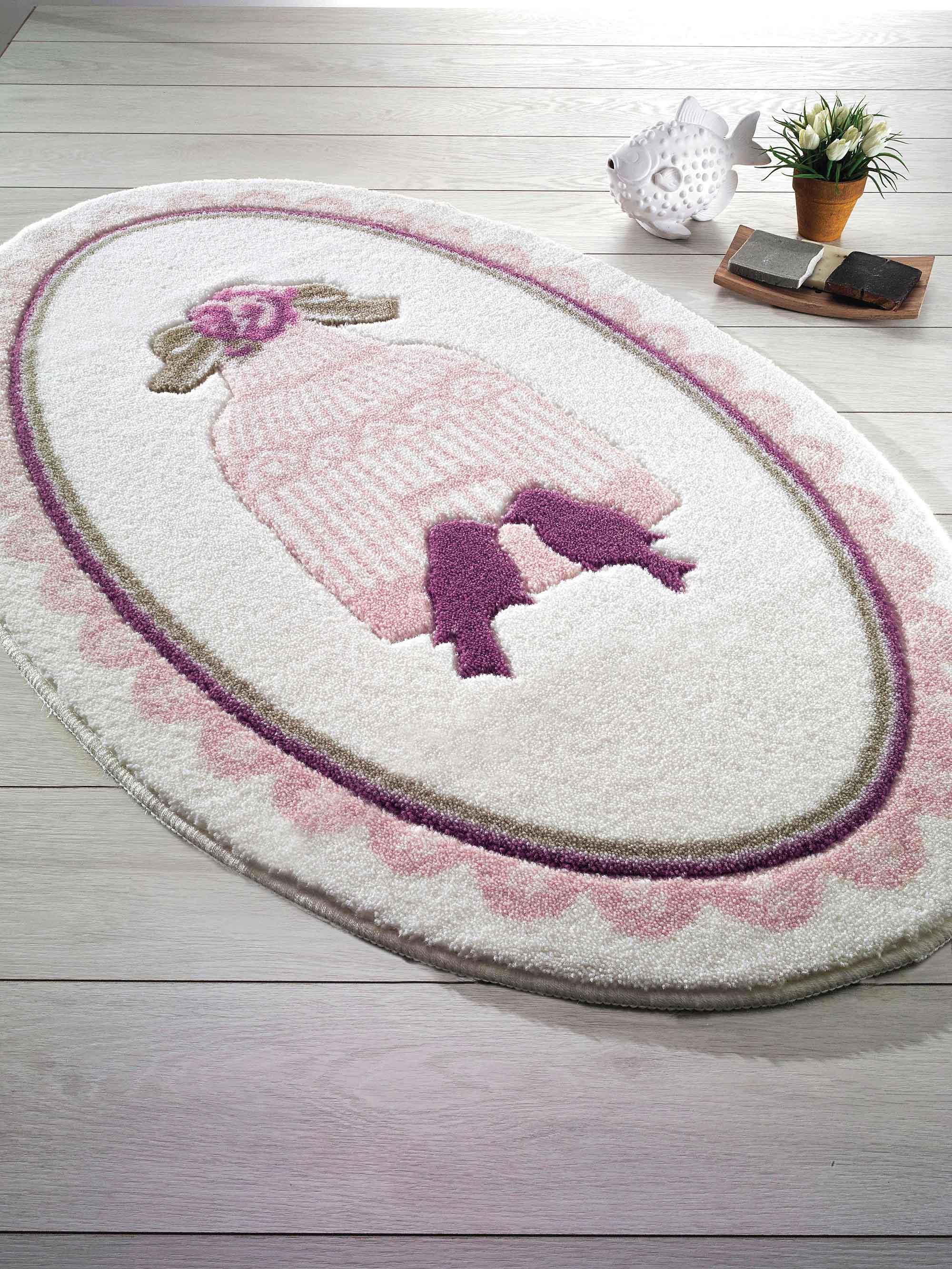 Бело-розовый коврик в ванную в стиле шебби-шик