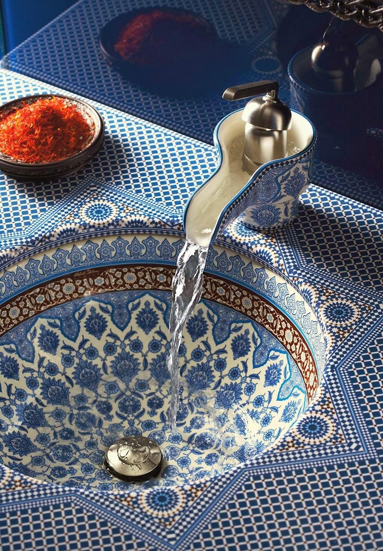 Сине-белая столешница в восточном стиле в ванной