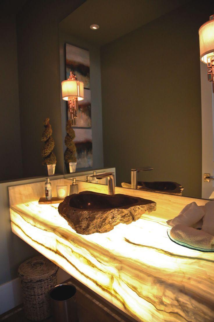 Необычная столешница с подсветкой в ванной комнате