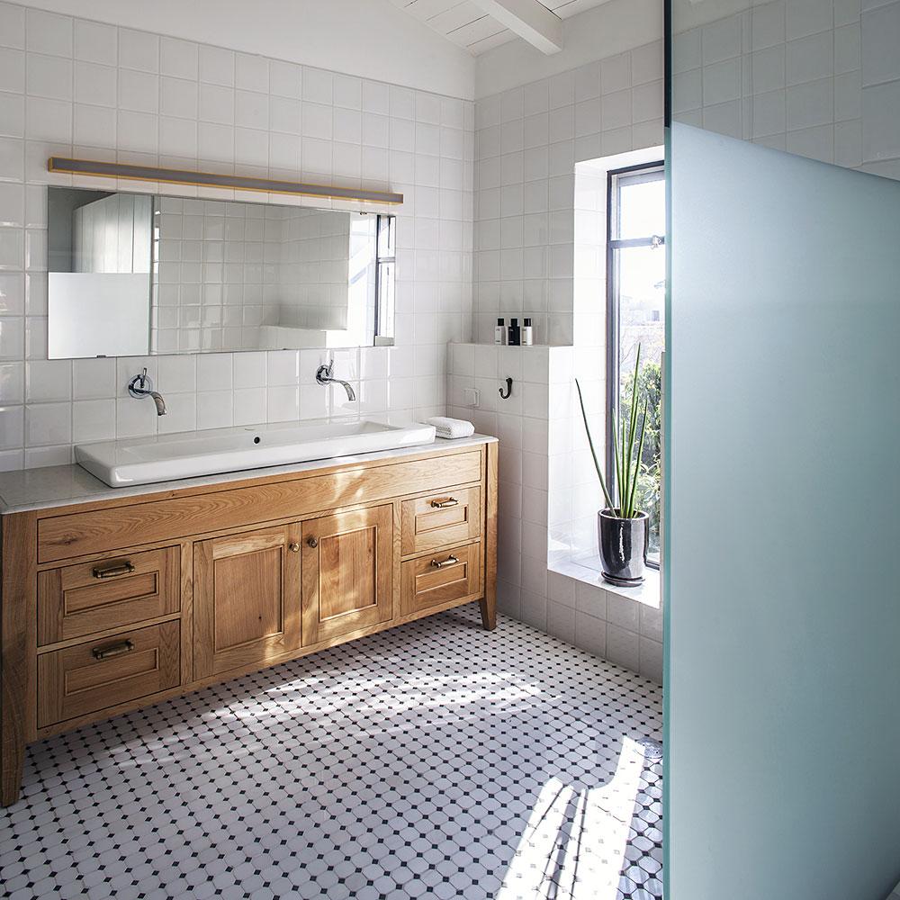 Столешница в ванной из кварца
