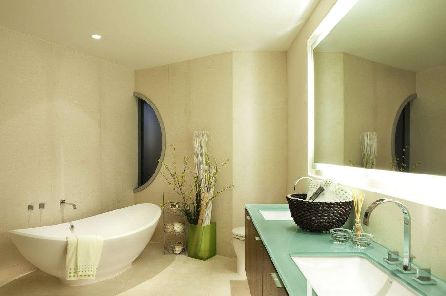 Стеклянная столешница на тумбе в ванной комнате