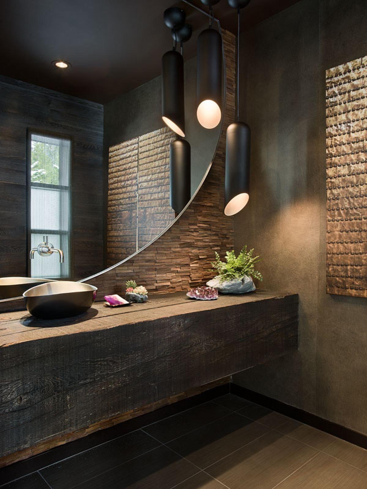 Объемная столешница из темного дерева в ванной комнате