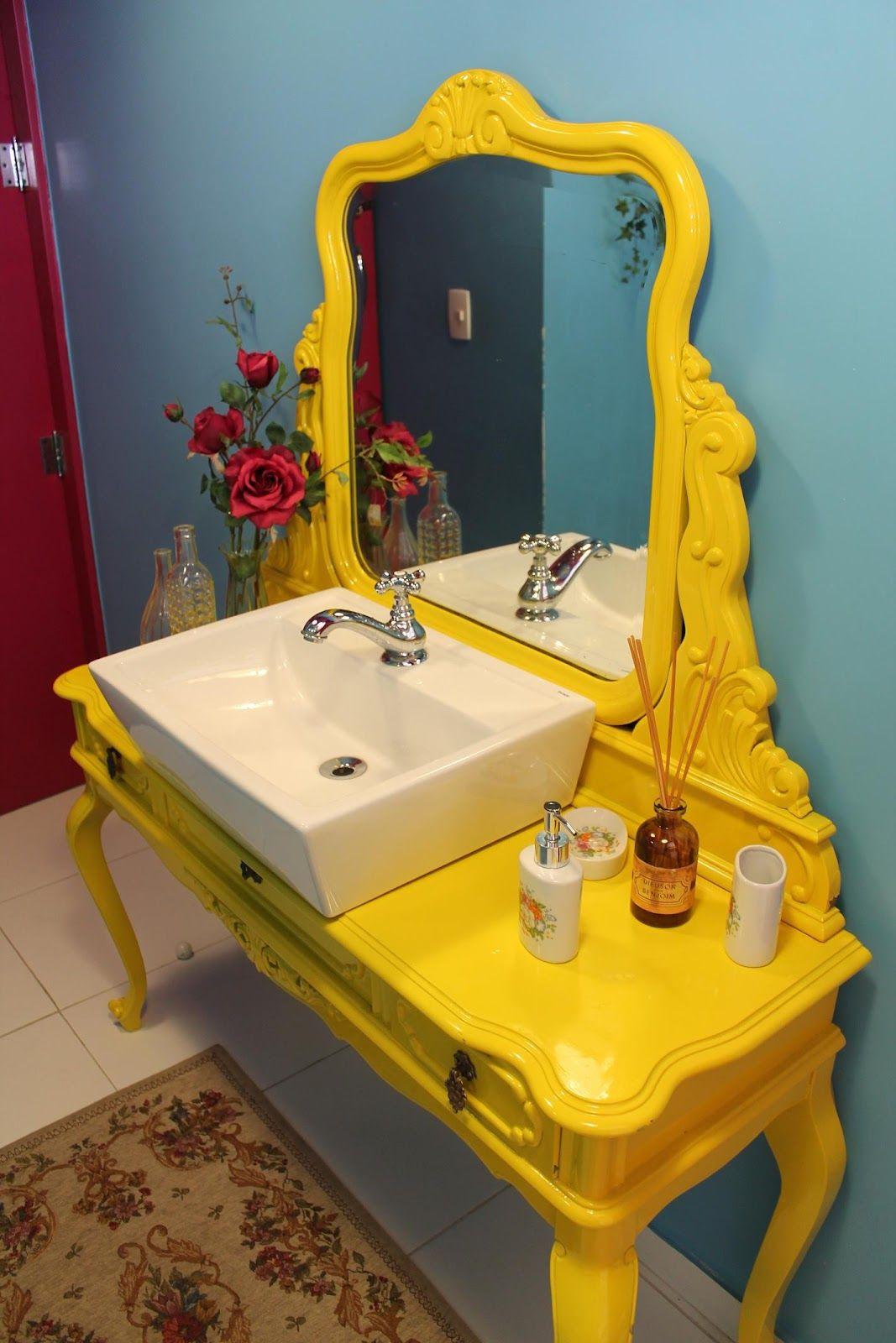 Желтая столешница в ванной