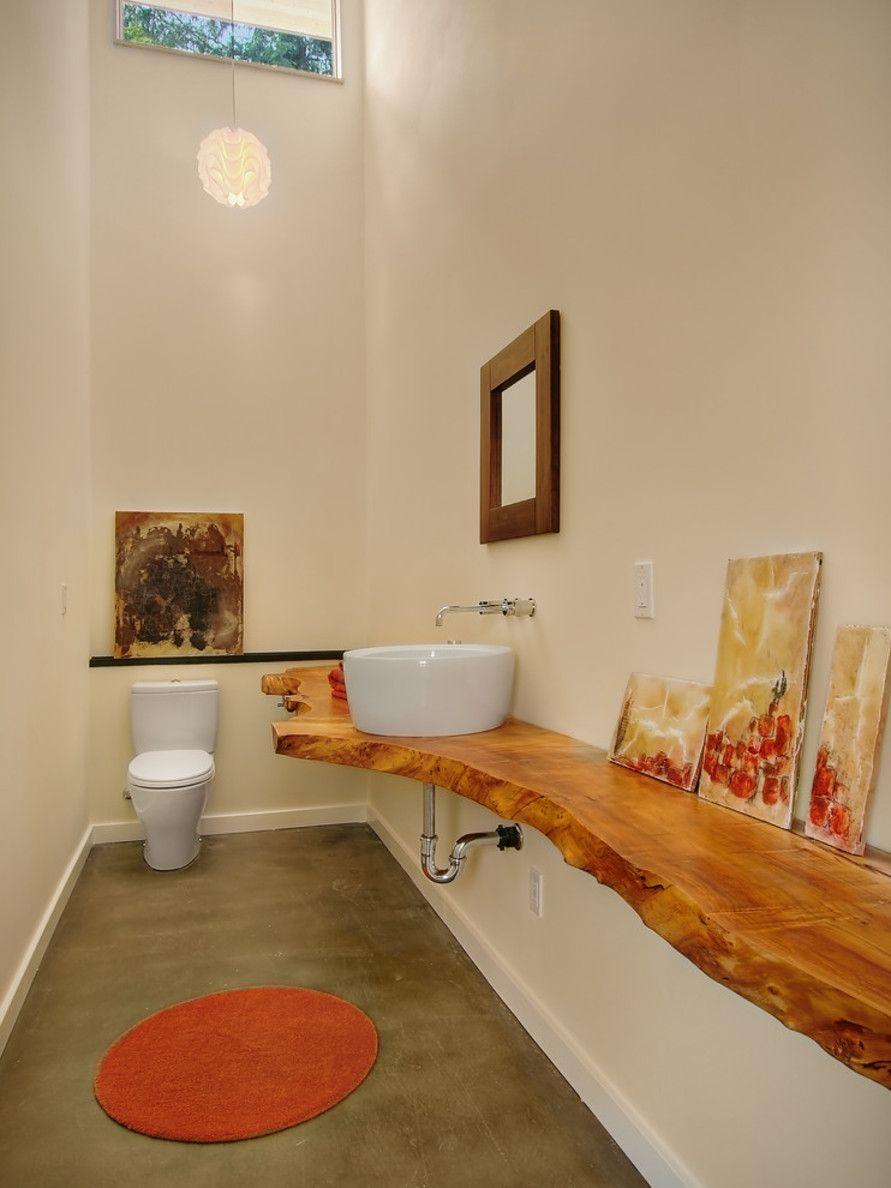 Столешница из массива дерева в ванной комнате