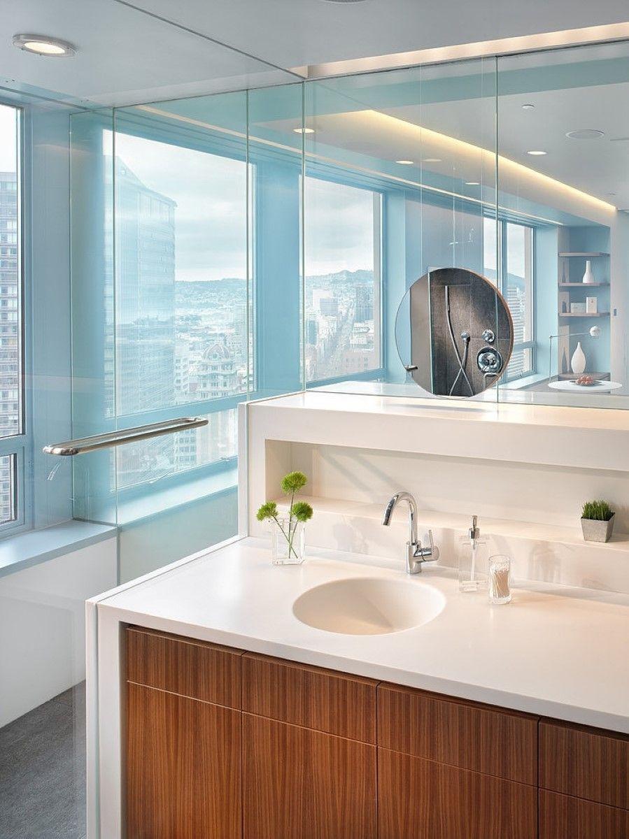 Белая акриловая столешница в ванной