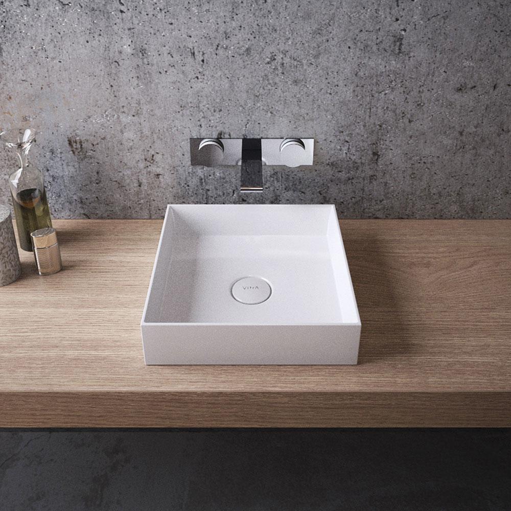 Стильная деревянная столешница в ванной комнате