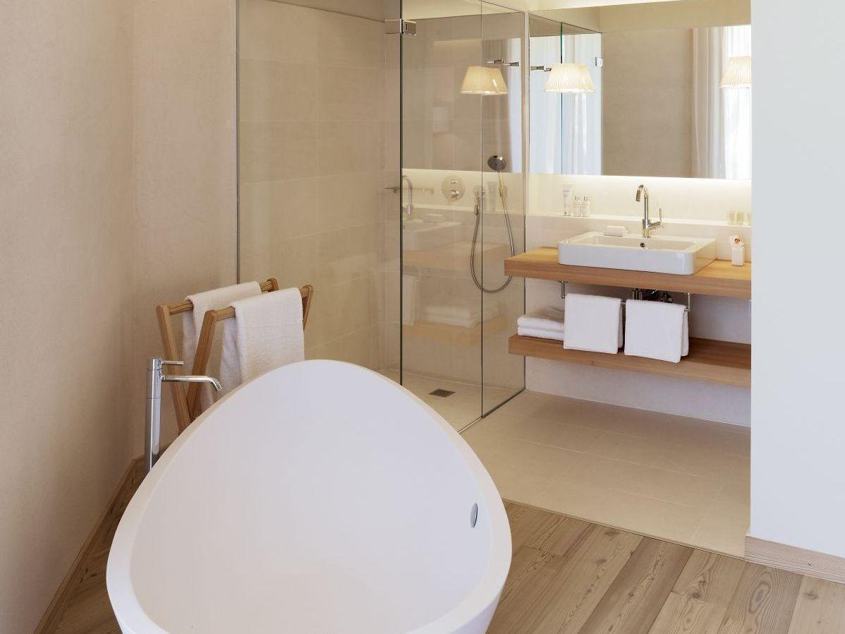 Столешница в ванной с ламинатом