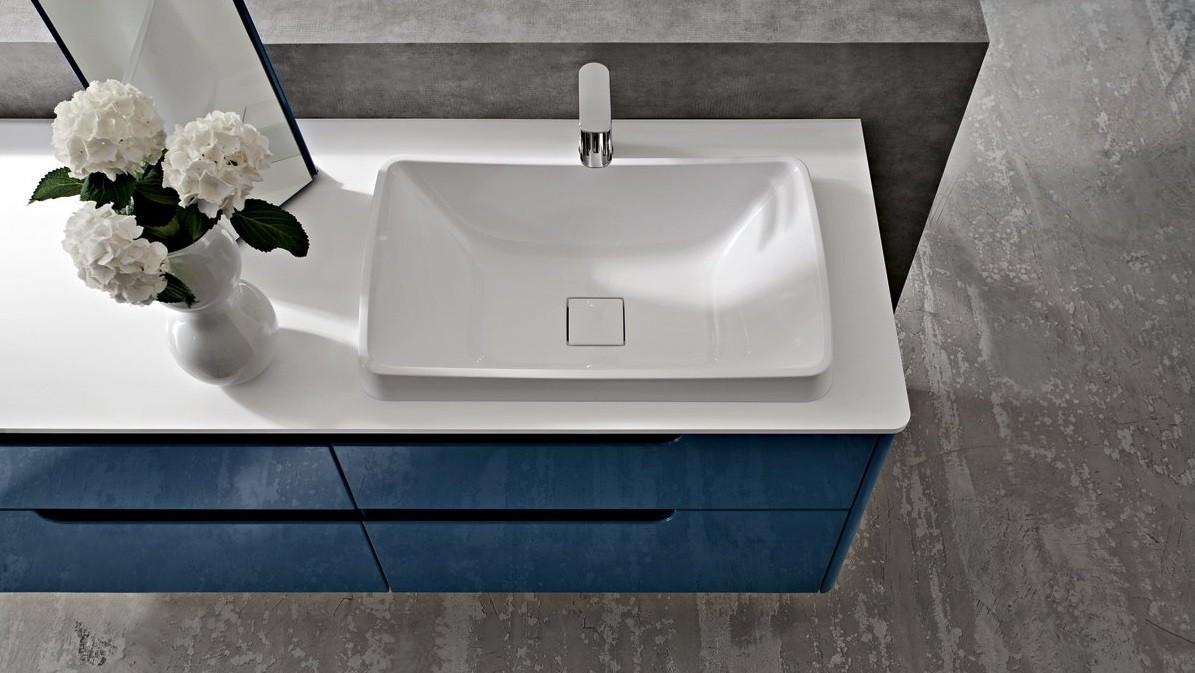 Современная синяя тумба под раковину в ванную
