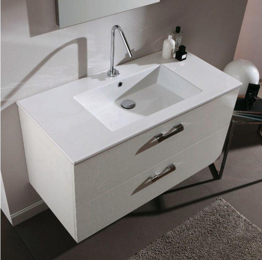Навесная белая тумба в ванной