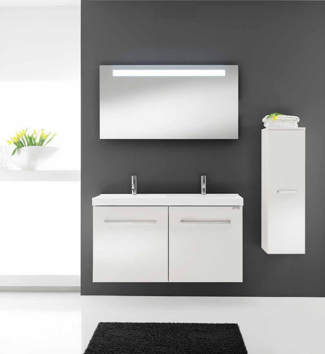 Белая минималистичная тумба в ванной