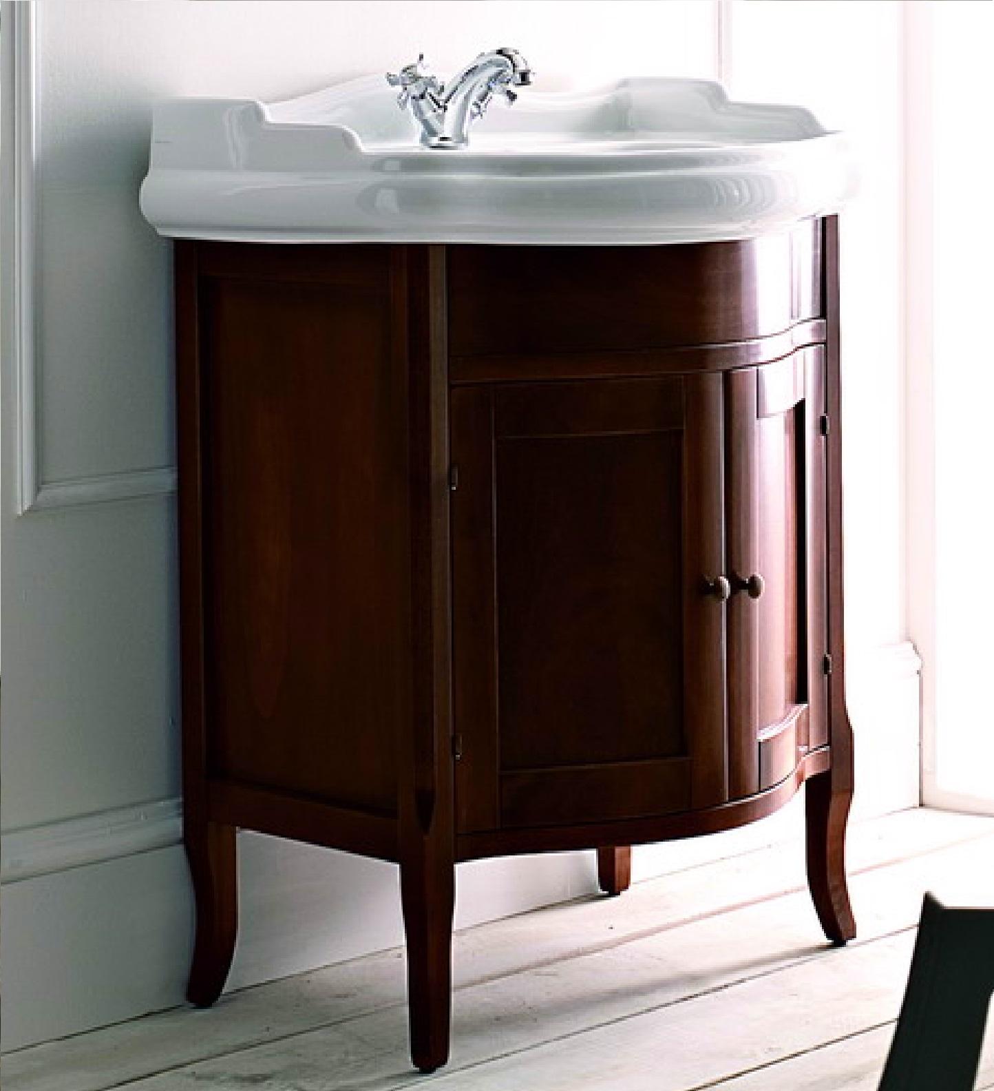 Коричневая деревянная тумба в ванной