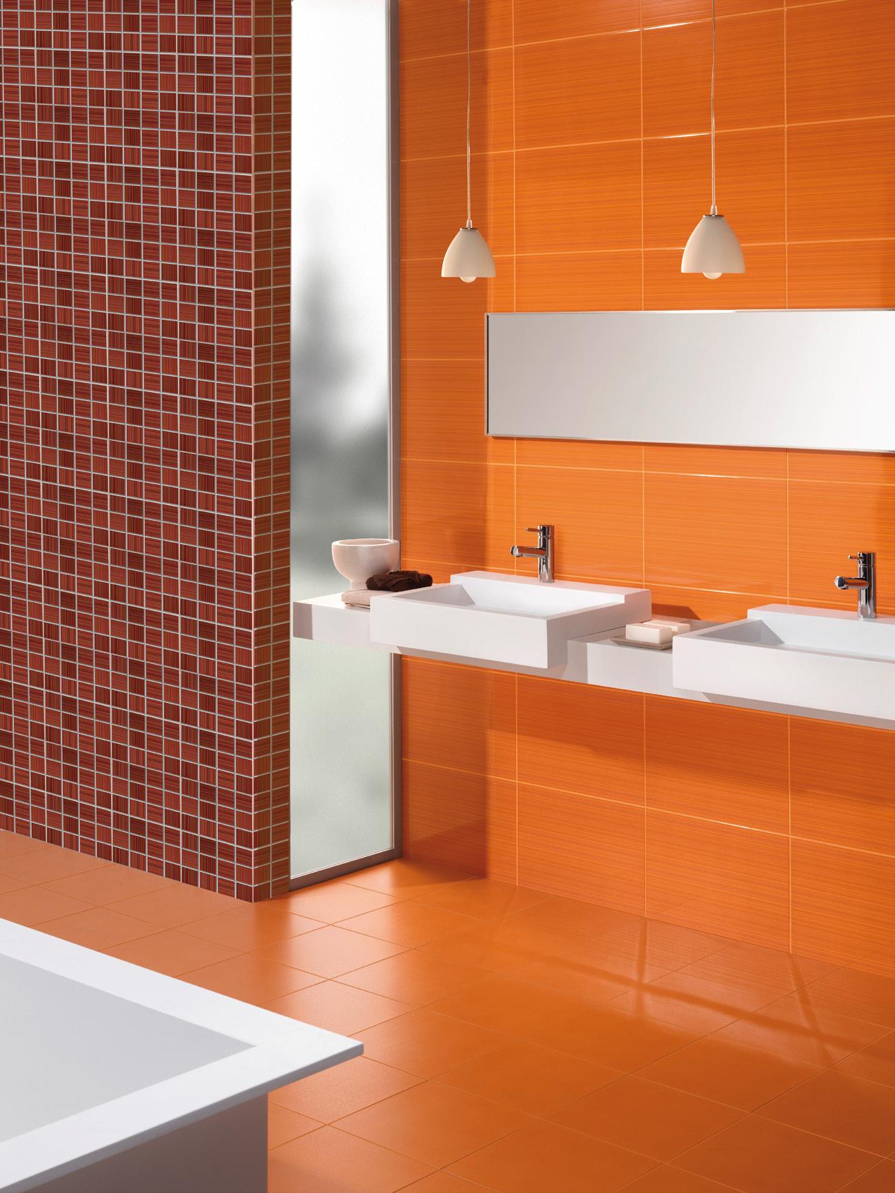 Оранжевый, коричневый и белый цвета в ванной